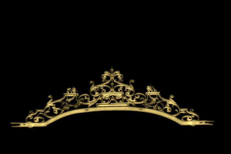 Crowning detail