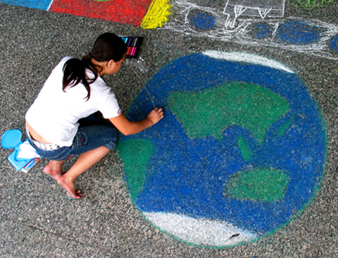 """Earth Girl"" at the first American CHALK4PEACE event