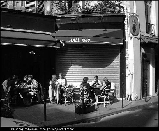 Paris  quartier  Baubourg 2004<br /> Bessa R 50mm<br /> Kodak tri x 400