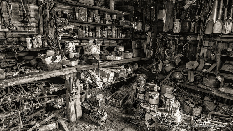 Coolamon Farm - Old Cars, Sheds and Farm Equipment