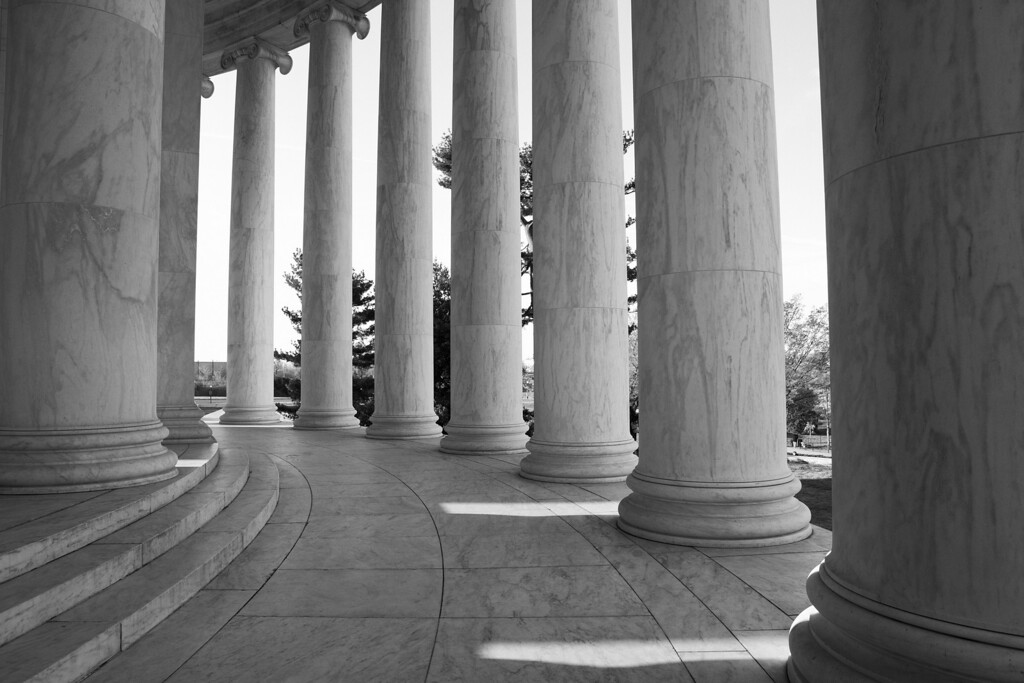 The columns on the exterior of the Thomas Jefferson Memorial