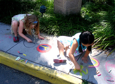 "CHALK4PEACE 2006 Arlington, VA Unitarian Universalist Church ""Sunday on the Walk"" photo: Anne Bridgman"