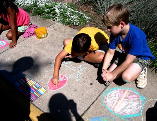 "CHALK4PEACE 2006 Arlington, VA Unitarian Universalist Church ""Sunday on the Walk"" photo: Anne Bridgman"