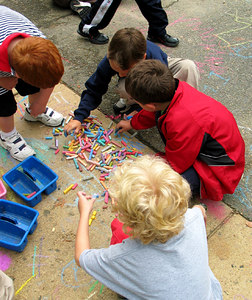 CHALK4PEACE 2006 Arlington, VA Ashlawn Elementary School  Selecting their favorite colors... photo: John Aaron