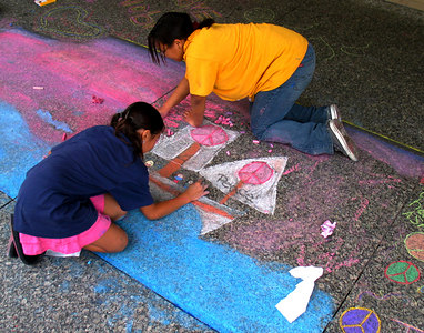 """WASHINGTON, DC CHALK4PEACE 2006 9/16 Winning Artists who drew the """"Coolest"""" Drawings Dr. Martin Luther King, Jr. Memorial Library Site of the Global Greeting photo: John Aaron"""