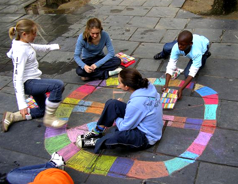 """CAPE TOWN, SOUTH AFRICA CHALK4PEACE 2006 9/16 St. George's Cathedral """"One of the most colorful symbols of peace"""" organized by the COMMUNITY ARTS THERAPY programme photo: Angela Rackstraw"""