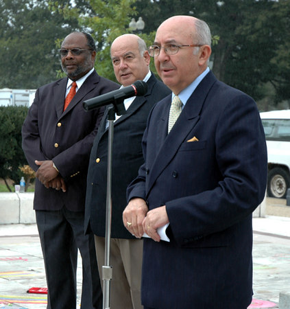 TIZAS PARA LA PAZ 2006 Washington, DC  Organization of American States  Secretary General José Miguel Insulza  welcomes the world to TIZAS PARA LA PAZ photo: Gabriel Gross