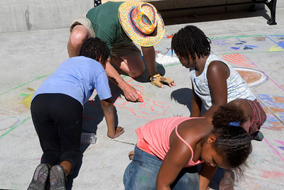 Artist shows artists how to draw a dog Cragmont Elementary School, Berkeley, California photo: Jerry Downs Photography