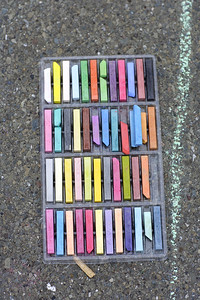 Loew Cornell... PAINTS Presents CHALK4PEACE  2007 Beach Elementary School, Piedmont, CA 9/16   Photo: copyright Mick Jones