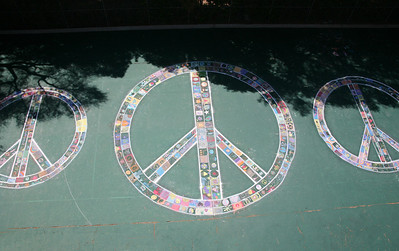 CHALK4PEACE 2008 The Crane Country Day School Montecito, CA photo: C4P Photo Gallery: http://modernarf.smugmug.com/gallery/6068352_UJCAi/1/386461731_dem8k#386461731_dem8k