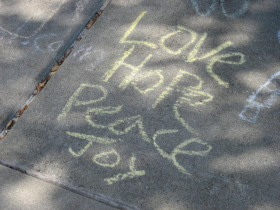 CHALK4PEACE 2008 Berkeley Public Library, Berkeley, CA photo: Erica Dean Glenn C4P Photo Gallery: http://modernarf.smugmug.com/gallery/6133355_wccTz#385873495_77RHw