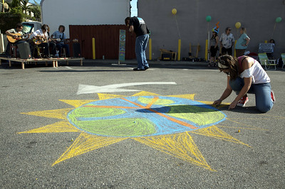 INDIGO PROJECT'S L.A. ARTWALK with CHALK4PEACE 9/19/09 Bank of America's parking lot, Los Angeles, CA Photo: Justin Davidson  http://modernarf.smugmug.com/Art/CHALK4PEACE-2009/INDIGO-PROJECTS/9988081_2oF2M#682841009_2NcWc