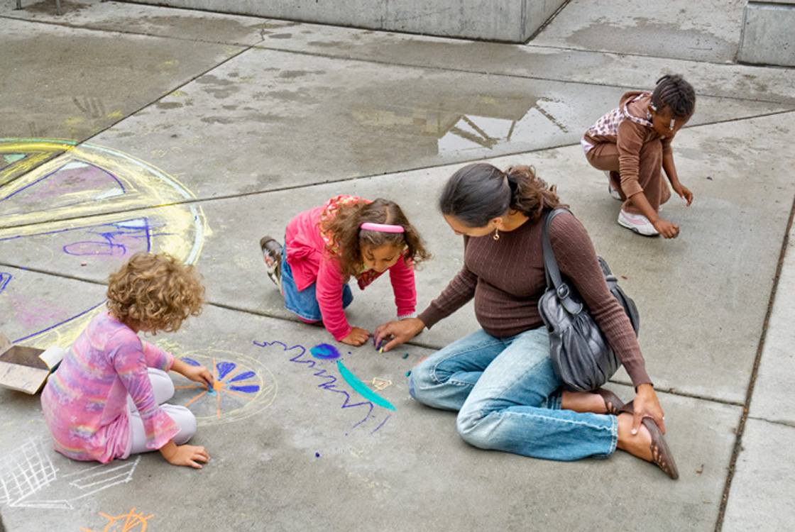 CHALK4PEACE '09  Museum of Children's Art (MOCHA), Oakland, CA  photo: Jerry Downs Photography  http://modernarf.smugmug.com/Art/CHALK4PEACE-2009/CHALK4PEACE-09-Mocha/9750724_LSnFv#660425503_RcS4S