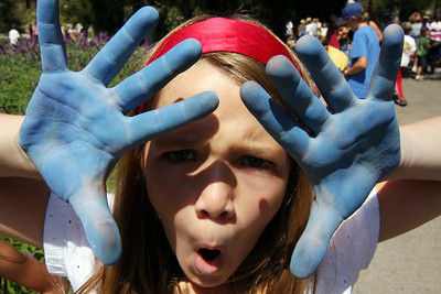 CHALK4PEACE  Crane Country Day School, Santa Barbara, California   9/17/09  Organizer: Debbie Williams photo: Will Fredericks  http://modernarf.smugmug.com/Art/CHALK4PEACE-2009/CHALK4PEACE-09-Crane/9671464_Np7rb#653015920_vmMRi
