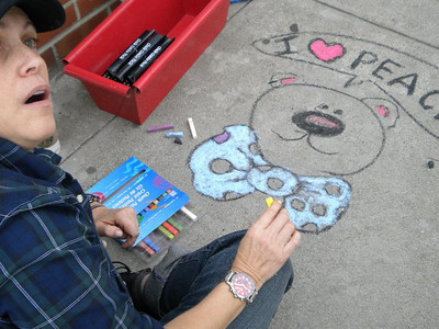 CHALK4PEACE  Oct. 24, 2010 Laura Numeroff creates a bear 4 peace of many colors...  EVERY PICTURE TELLS A STORY Santa Monica, CA photo: Hannah