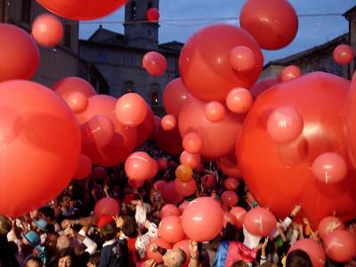 CHALK4PEACE 2010 Clown and Clown Festival 2 Oct. Monte San Giusto, Italy photo: Luciano Bramdimarti