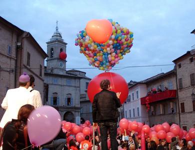 Enzo Iachetti's tribute for his contributions to Comedy.... CHALK4PEACE 2010 Clown and Clown Festival 2 Oct. Monte San Giusto, Italy photo: Luciano Bramdimarti