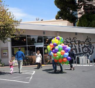 WHOLE FOODS NOE VALLEY, SF, CA CHALK4PEACE 2010 6/19/10 Organizers: Rich Bertrand, photos: Jonothan Dumas