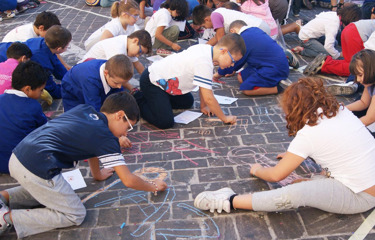 CHALK4PEACE at the Clown & Clown Festival, Monte San Giusto, Italy photo: Luciano Bramdimarti 01/10/11