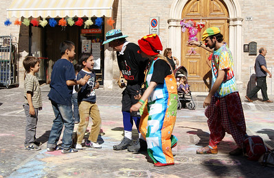 CHALK4PEACE 2011 Un Gessetto per la Pace  Clown & Clown Festival, Monte San Giusto, Italy photo: Luciano Bramdimarti