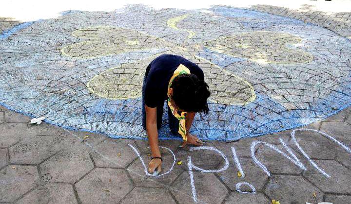 CHALK 4 PEACE 2011 Tizas Por La Paz 16 Oct. Rotaract de Moca (y amigos), Dominican Republic photo: Clau Jimenez