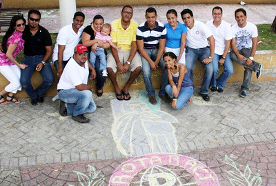 CHALK 4 PEACE 2011 Tizas Por La Paz 16 Oct. Rotaract de Moca (y amigos), Dominican Republic photo: Clau Jimenez
