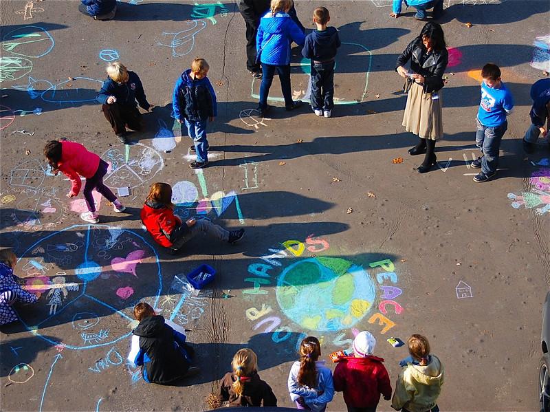 Chalk4Peace 2013 - Primary School 139  in Łódź, Poland  Organizer Anna Tomasik (teacher) brought almost 130 young artists together on their playground to celebrate CHALK4PEACE. Photos: Katarzyna Gołaszewska-Michalak