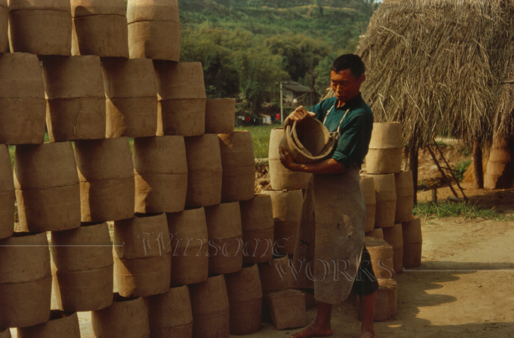 Potter near SWPI in Nanchong making roof tiles