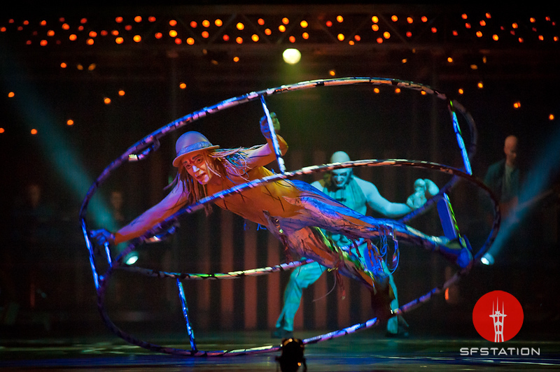 "Photo by Ezra Ekman <br /><br /> <b>See event details:</b> <a href=""http://www.sfstation.com/quidam-by-cirque-du-soleil-e1089651"">Quidam by Cirque du Soleil</a>"