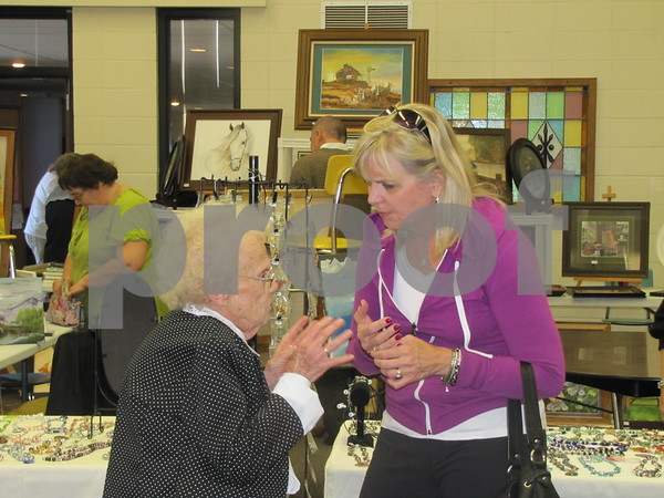Marian Peterson visits with Donita Getting.
