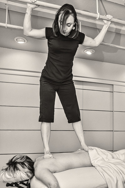 Wendy gives an Ashiatsu Barefoot Massage