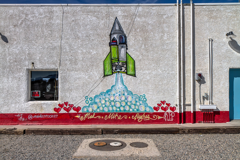 052 Mad Mike Hughes, Roy's Motel & Cafe, Amboy, California