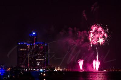 Detroit Windsor / Fireworks 5
