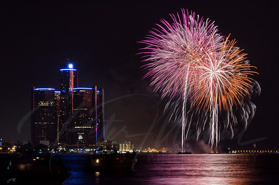 Detroit Windsor / Fireworks 11