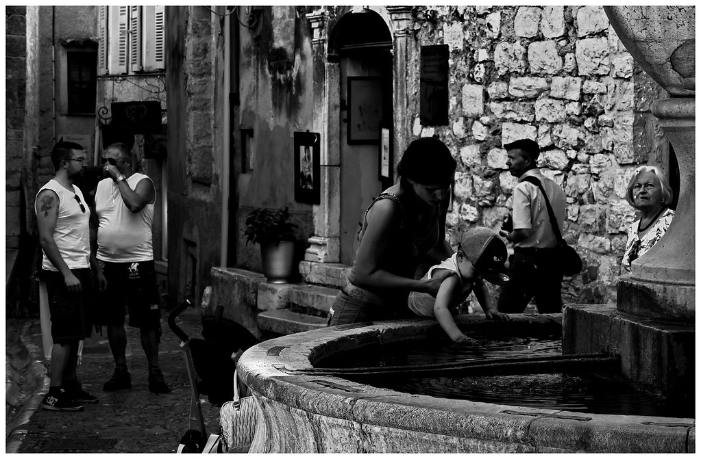 Lonely Crowd - St Paul de Vence