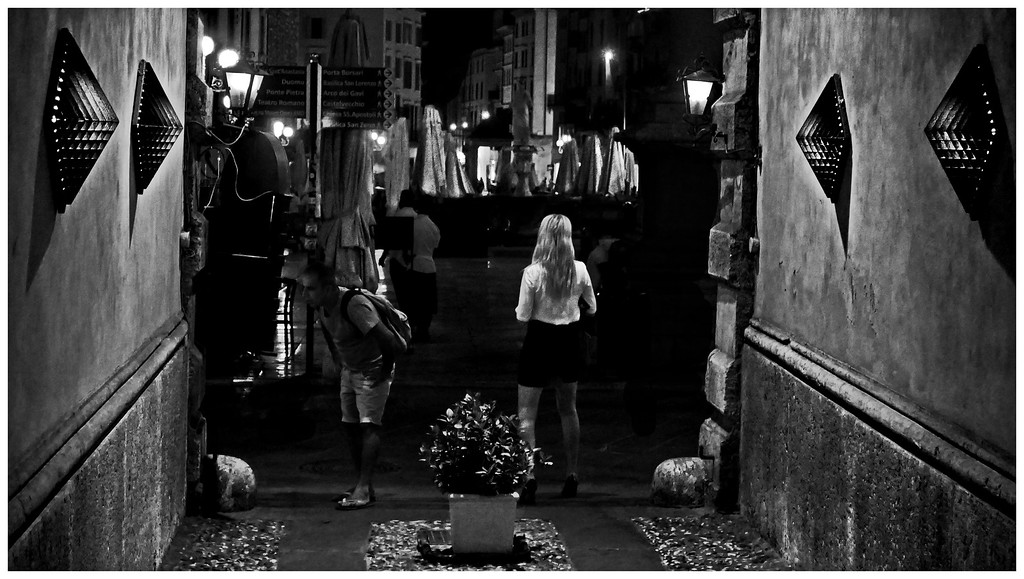 Night Girl - Piazza Erbe Verona