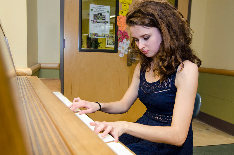 Kiley Sutela plays the piano during the Evening with the Arts at Oakmont on Friday evening. SENTINEL & ENTERPRISE / Ashley Green