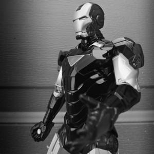I am Iron Man// Macro Monochrome//