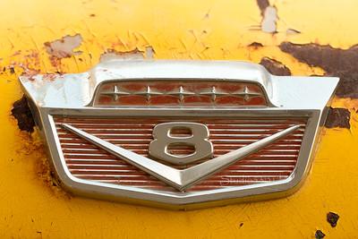 ford_V8_truck_emblem_yellow_chrome_6745-2sRGB