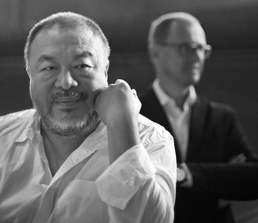 Ai Weiwei und Dr. Muchitsch (Universalmuseum Joanneum)