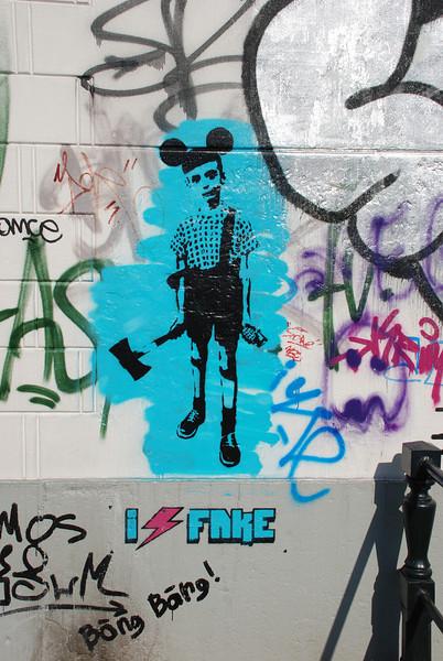 "<a href=""http://www.artofthestate.co.uk/photos/fake_canbird_hoxton_street.jpg"">http://www.artofthestate.co.uk/photos/fake_canbird_hoxton_street.jpg</a>"