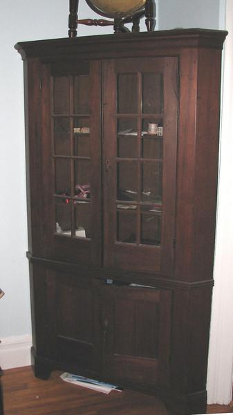 American corner cupboard, late 18th C.