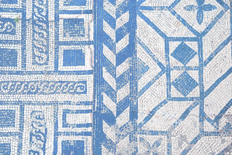 <center>Oppositional Roman Mosaic Floor, Conimbriga, Portugal © R. Meadows-Rogers, 2008</center>