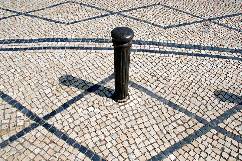 <center>The Solar Befuddlement of Symmetry Coimbra, Portugal © R. Meadows-Rogers, 2008</center>