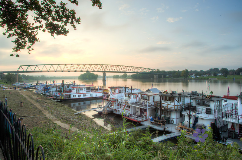Early morning on the levee, Sternwheel weekend