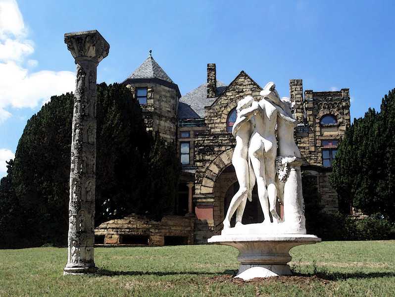 3 Graces Statues and Dooley Mansion