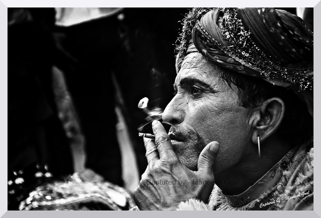 Rajasthani Folk Artist contemplating his next move over a smoke!
