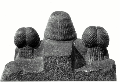 roup statue of Ukhhotep II and his family2