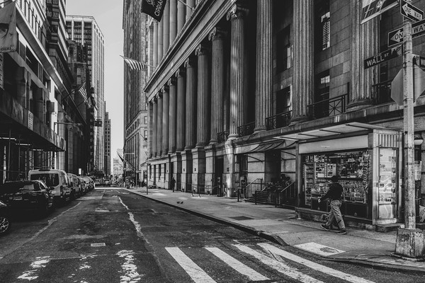 A street view passing Cipriani on Wall Street while walking down Wiliam Street.