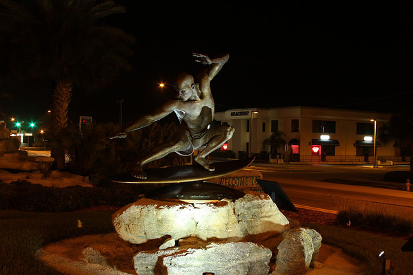 Night Shots of Kelly Statue